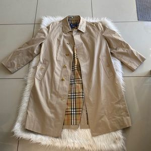 Burberry trench coat 🧥 classic